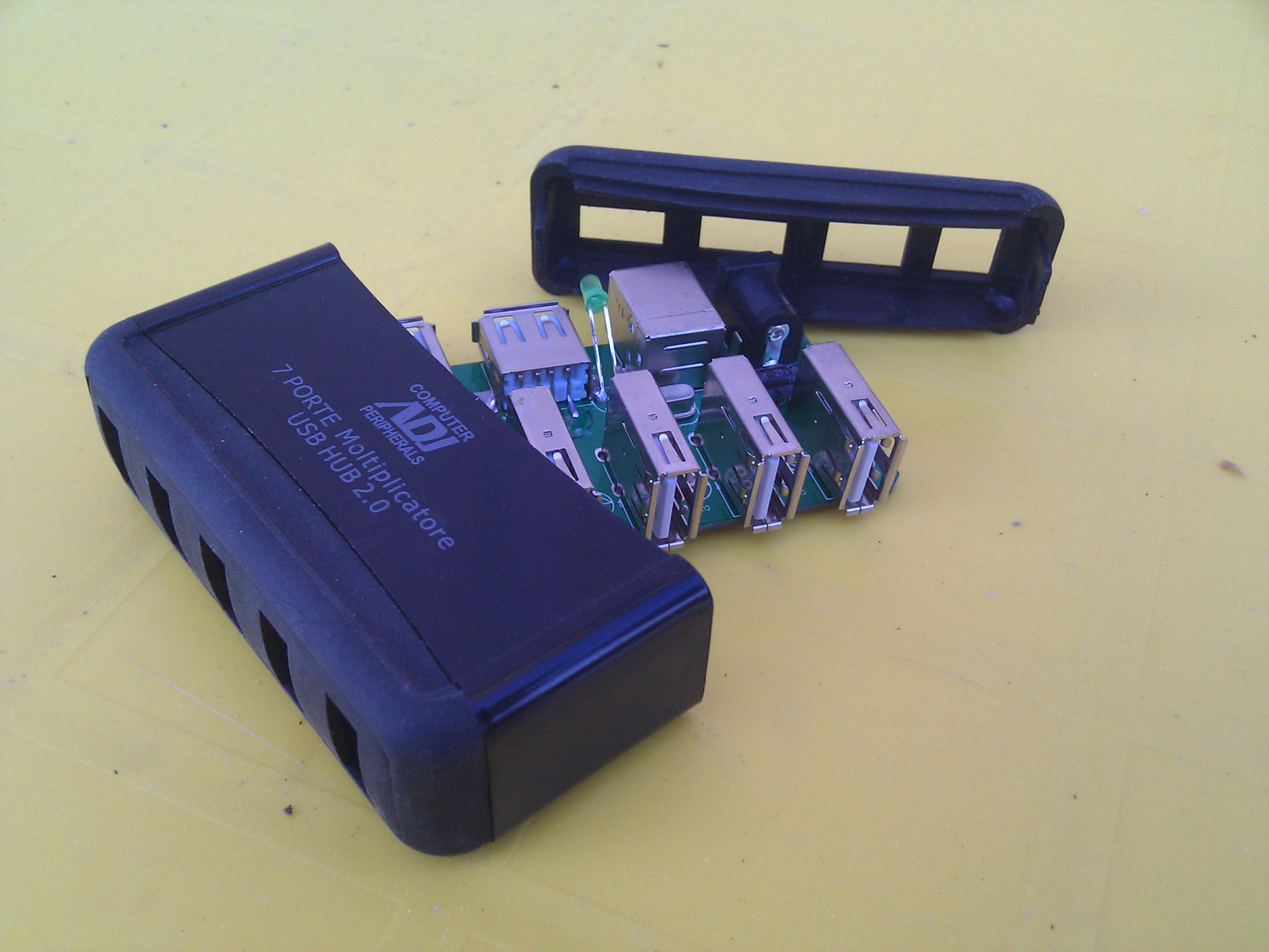 Raspberry case (usb hub)
