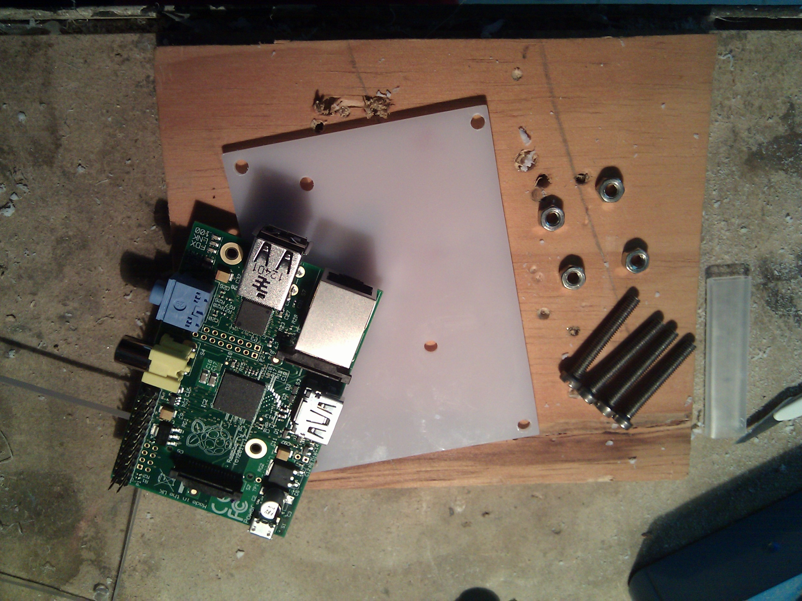 PVCCase: raspi+screws+pvc